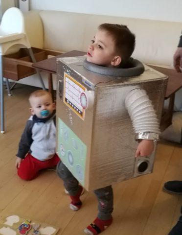 Beskyttelse af halsen var der også tænkt på i den hjemmelavede robot
