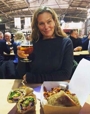 """Renée Toft Simonsen fejre gerne """"jobbet"""" som mor og børneopdragelse, med en øl."""
