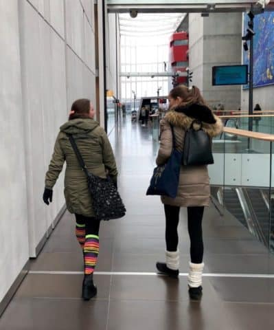 Det meste af turen på DR blev oplevet bagfra. Her Lotte Heise til højre, der viser vej og Nicola, der formår at følge trop. #Filterfri