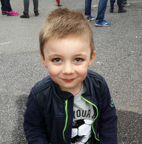 Min lille charmetrold Dixon, som bare er 4 år og allerede har 3 kærester...