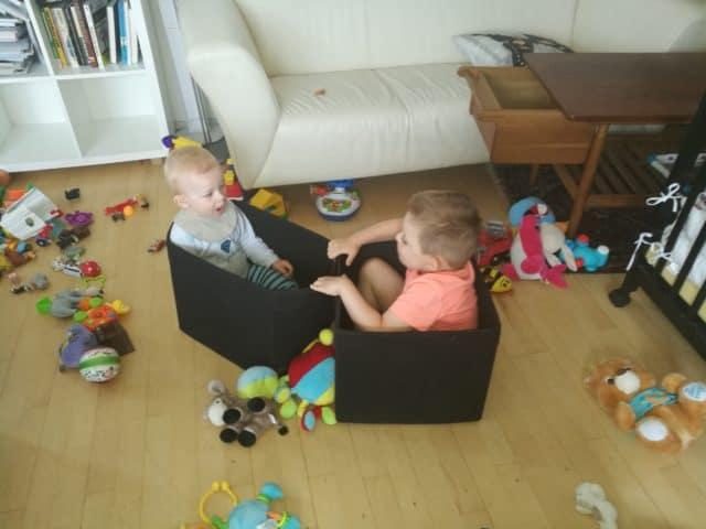 legetøj i stuen