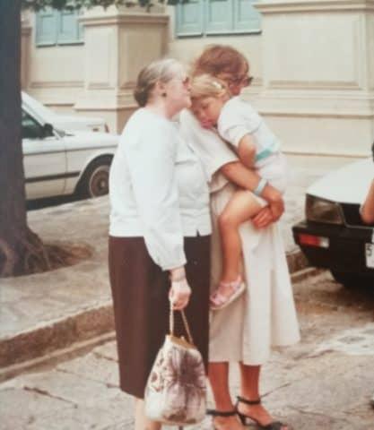 Min smukke mor og min dejlige bedstemor og mig der nok var alt for gammel til at bruge sut :-)