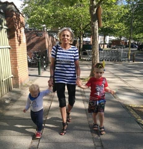 Mormor cool! At se min mor med mine drenge fylder mig stolthed, varme og inspiration. Mormor rocks!