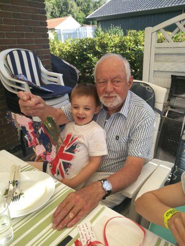 Min flotte far - 80 år og still going strong og ifølge Dixon, er han hans bedste ven