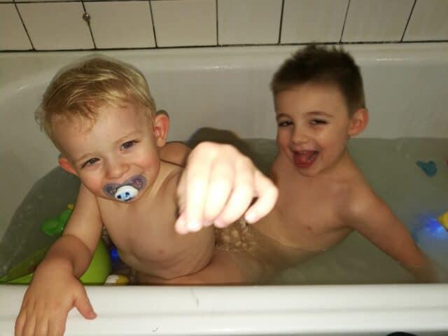 Børn i bad