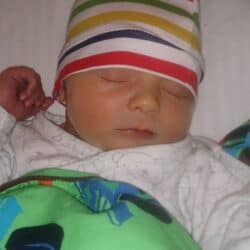 nyfødt baby titan